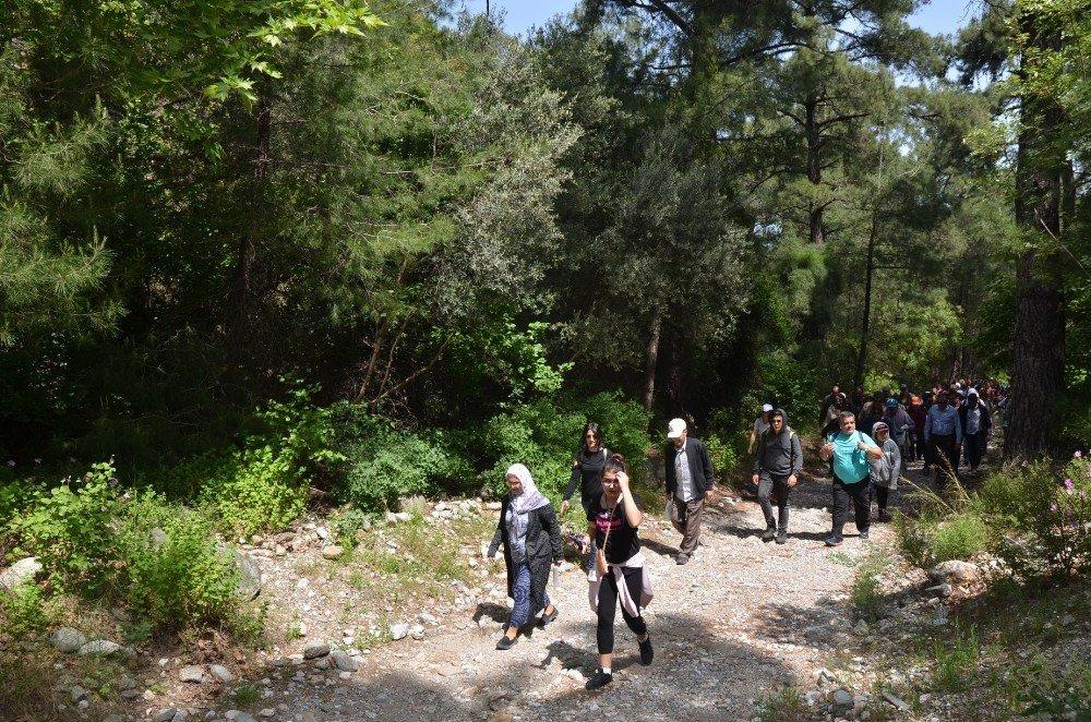 Kuşadası'nda Kaymakamlıktan Zeus Mağarası Ve Milli Park Gezisi