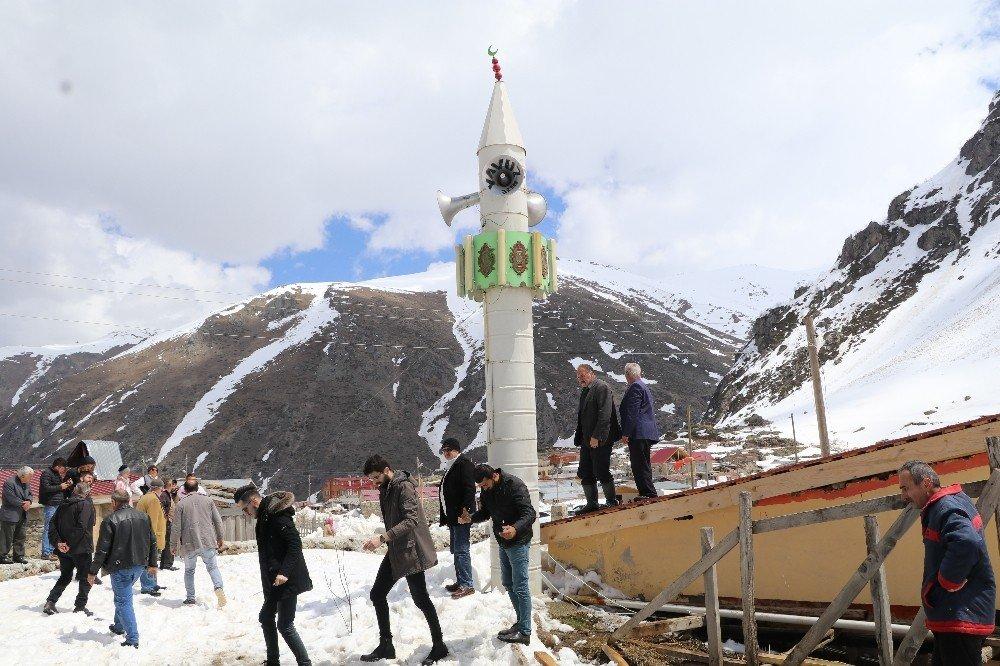 Havalar Isındı, Yatan Minare Kaldırıldı