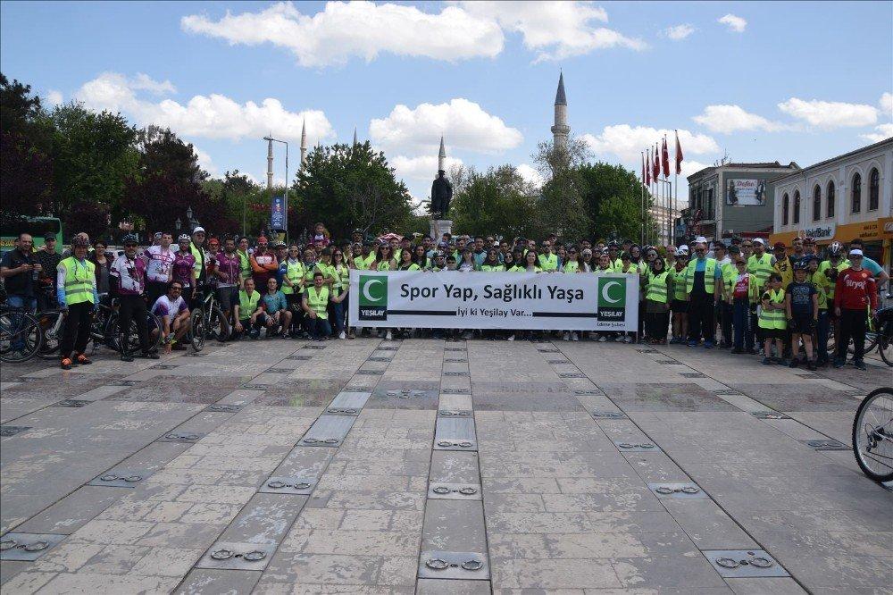 Pedallar Yeşilay İçin Çevrildi