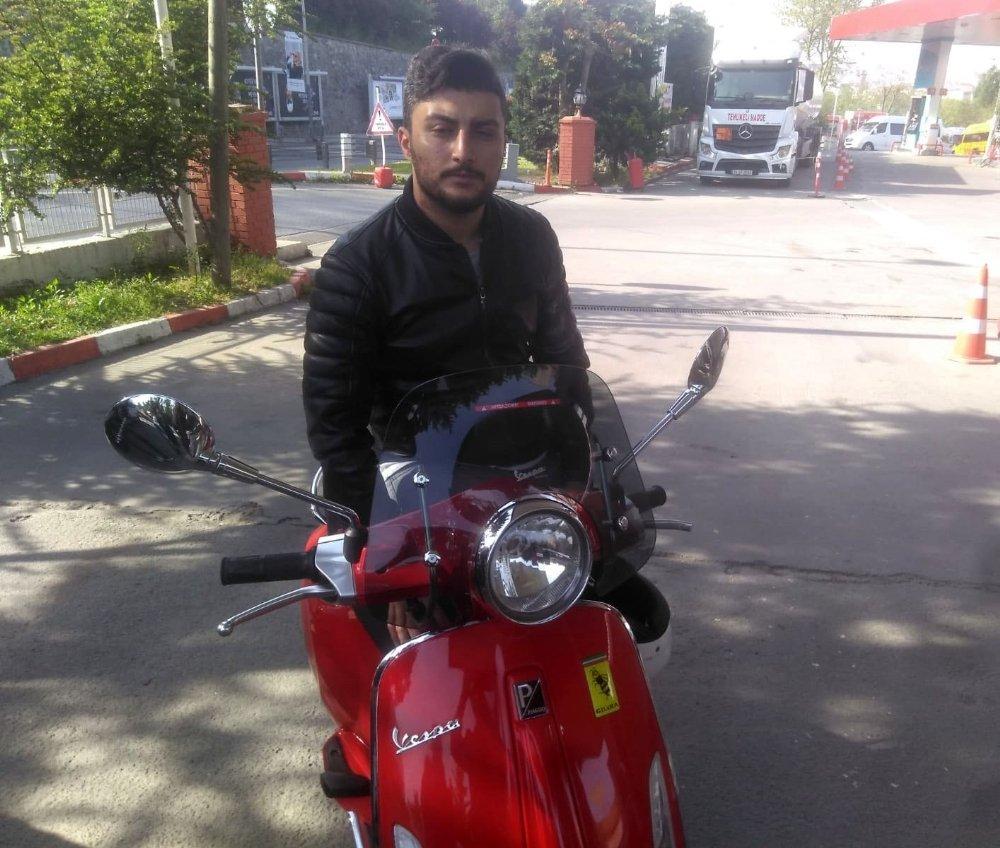 Alibeyköy'de Sürücülerin Yol Verme Kavgası Kamerada