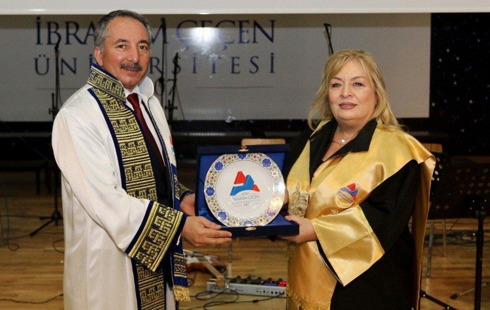 Aiçü'de Mezuniyet Ve Ödül Töreni Gerçekleştirildi