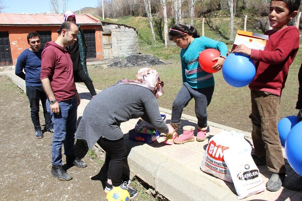 Bitlisli Gençler Çocuklar İçin Umut Oluyor