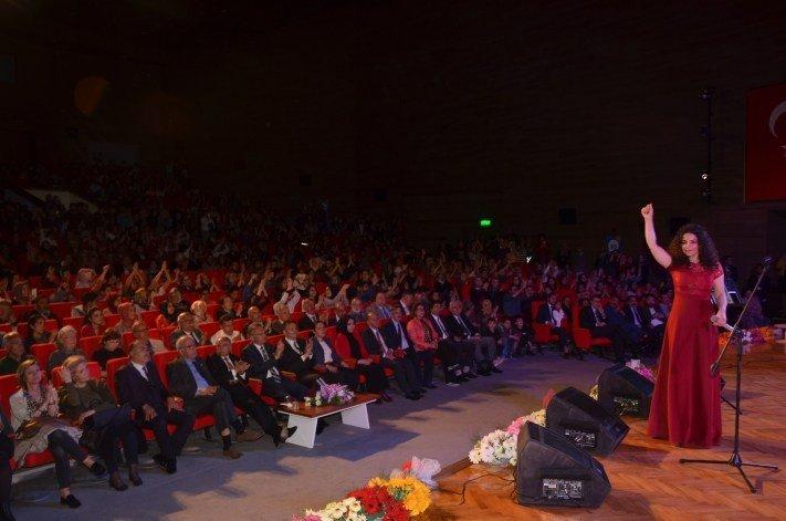 Binali Yıldırım Üniversitesinde Türk Halk Müziği Yarışması Ve Deniz Toprak Konseri