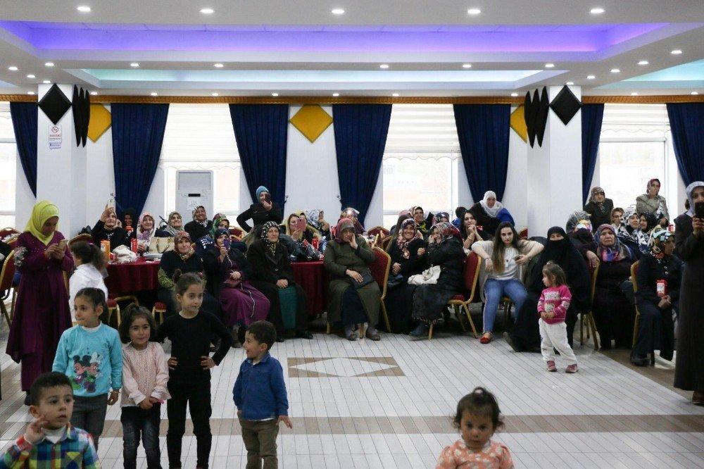 Bitlis Belediyesi Kadınlar Matinesi Düzenledi
