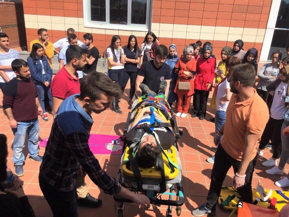 Öğrencilere İlk Ve Acil Yardım Ambulans Ekipman Eğitimi