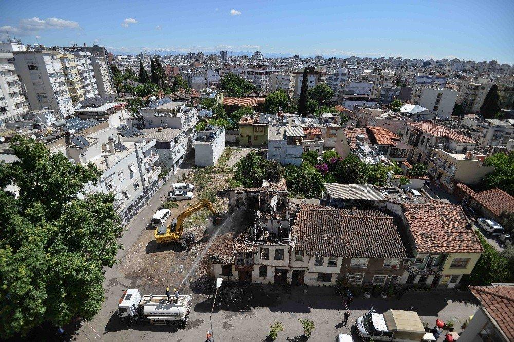 Haşim İşcan'da Metruk Binalar Yıkılıyor