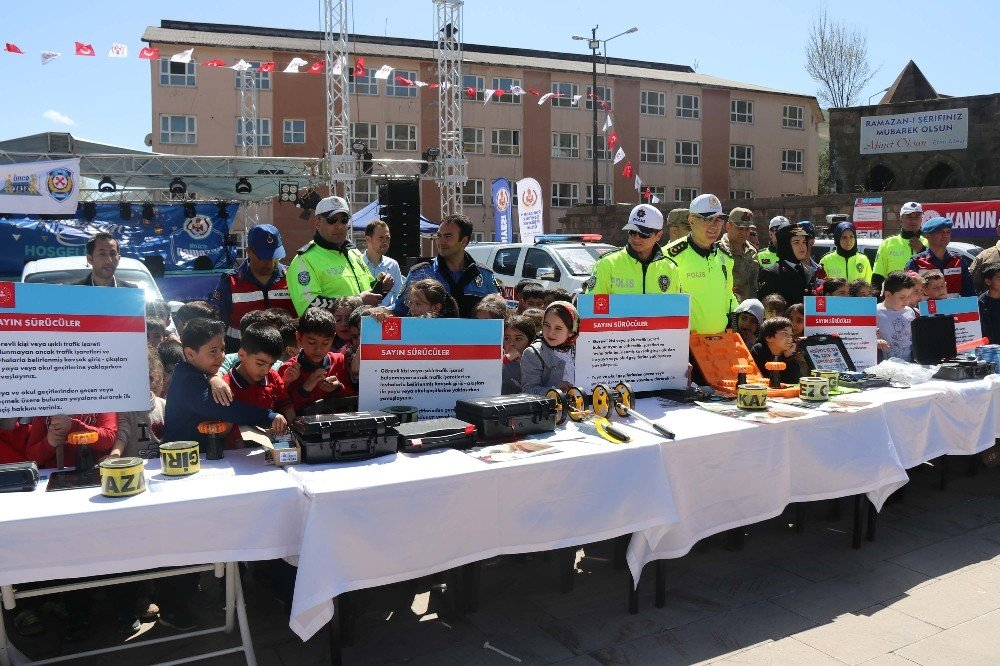 Bitlis'te Trafik Haftası Etkinlikleri