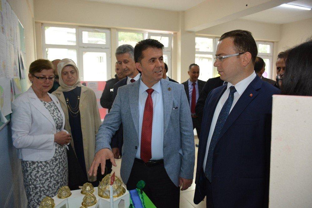Türkeli'de Tübitak 4006 Bilim Fuarı