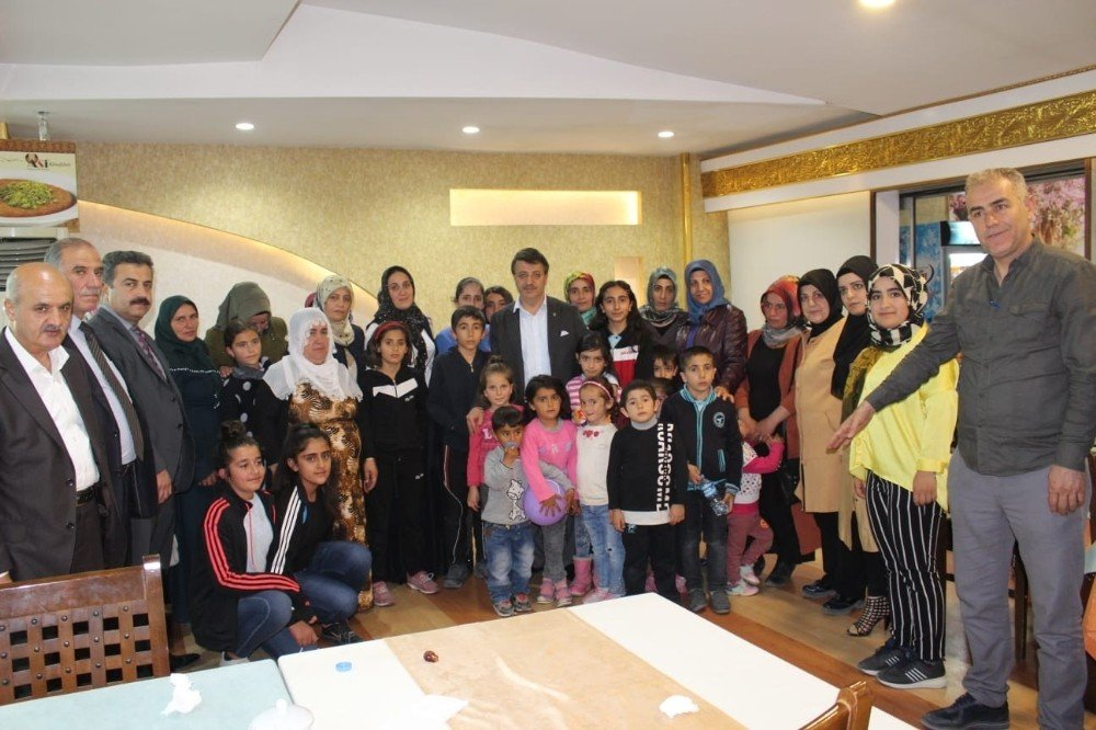 Başkan Türkmenoğlu İftarda Mahallelilerle Sahurda İse Öğrencilerle Buluştu