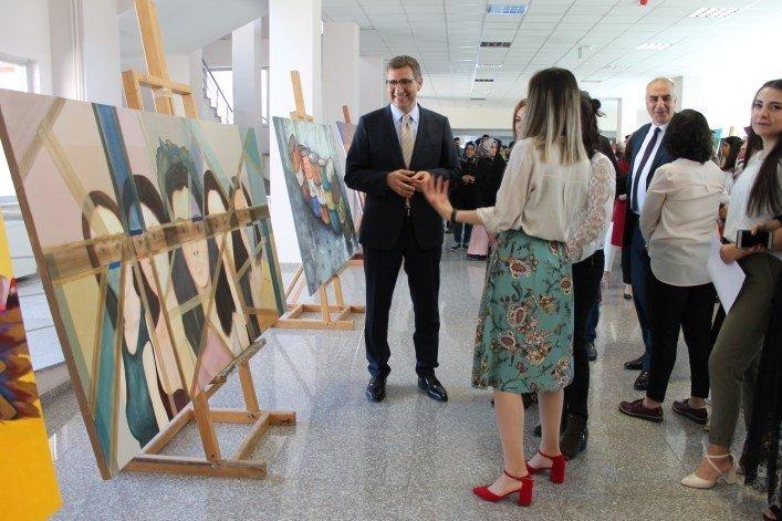 Resim-iş Eğitimi Bölümü Öğrencilerinden Mezuniyet Sergisi
