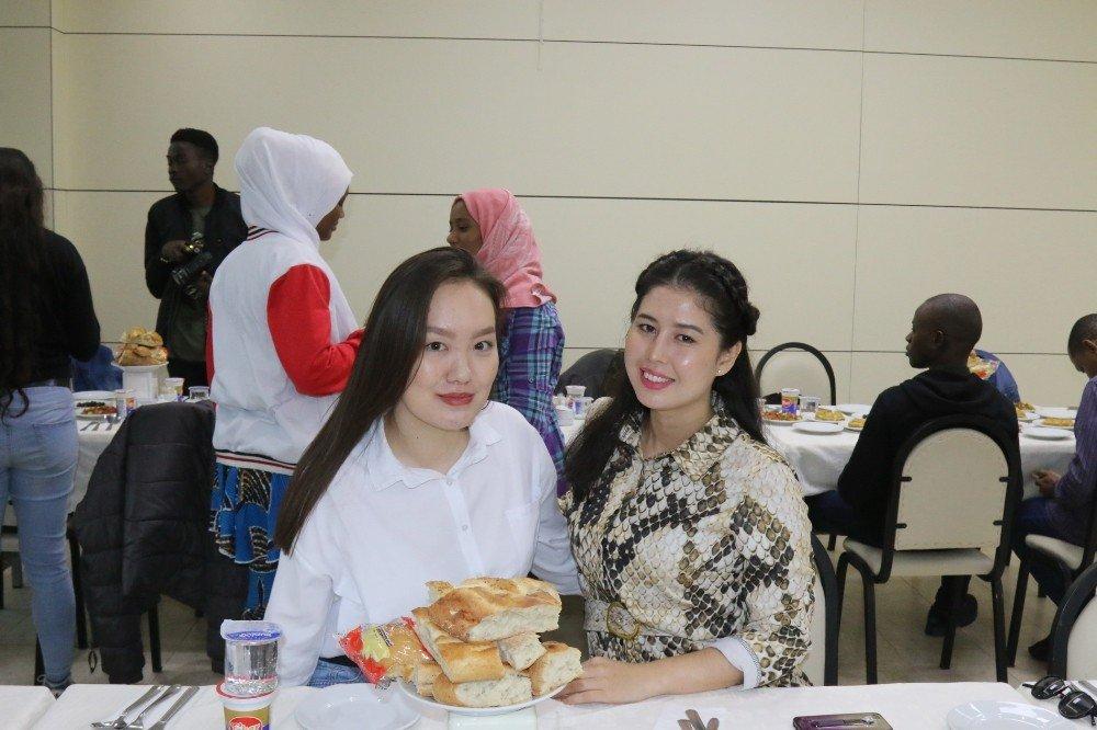 Uluslararası Öğrenciler Geleneksel İftar Yemeğinde Buluştu