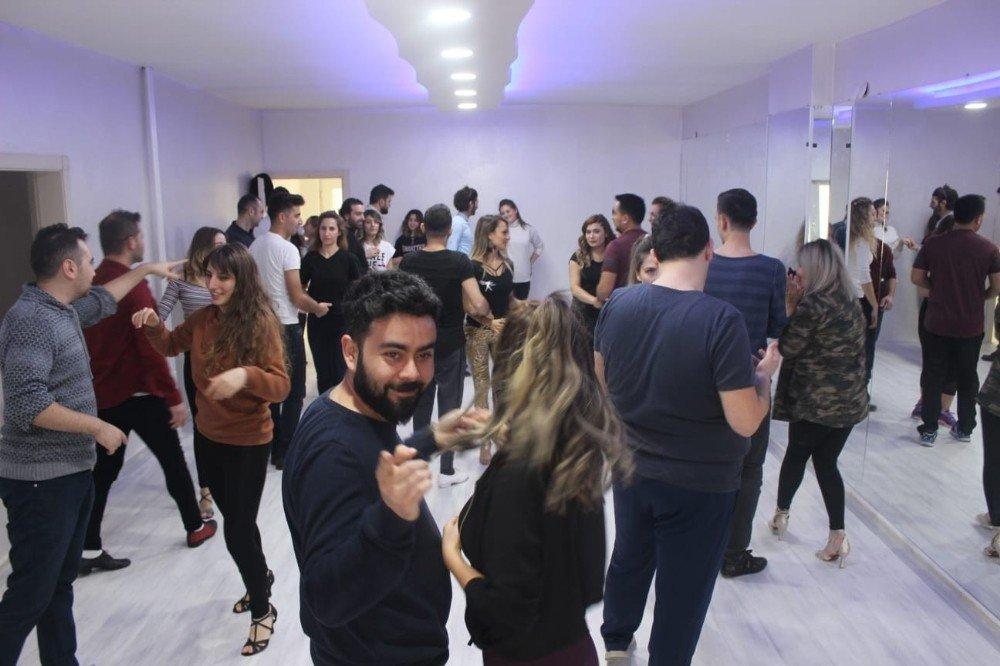 Ercan Kaya Dans Akademisine Yoğun İlgi