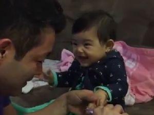 Tırnaklarını kestirmemek için numara yapan bebek