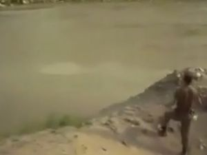 El Bombası ile Balık Avlayan Türk Askerleri