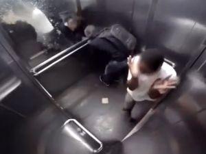Asansörde İshal Adam Şakası Gülme Krizine Sokuyor