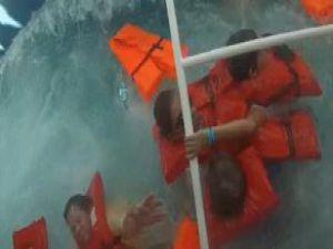 Alabora Olan Turist Gemisinin Sulara Gömüldüğü Görüntüler Ortaya Çıktı