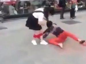 Aldatılan Genç, Kız Arkadaşının İç Çamaşırını İndirdi