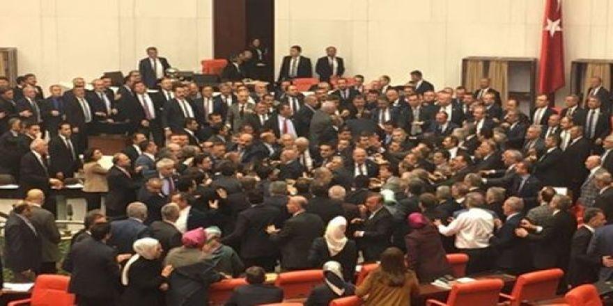 Anayasa değişikliği teklifinin 3. maddesi 341 oyla kabul edildi
