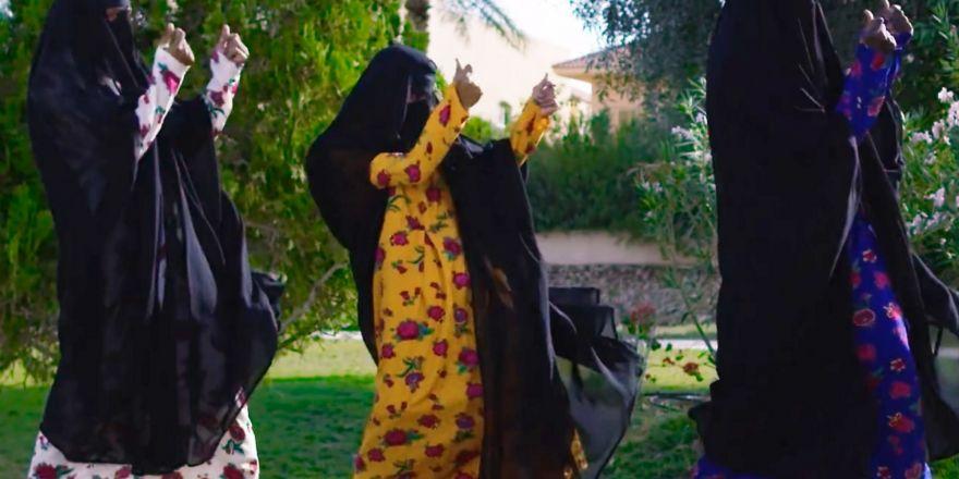 Suudi Arabistan'dan Feminist Video Klip: 'Tanrı Bizi Erkeklerden Kurtarsın, Bizi Ruh Hastası Ediyorlar'