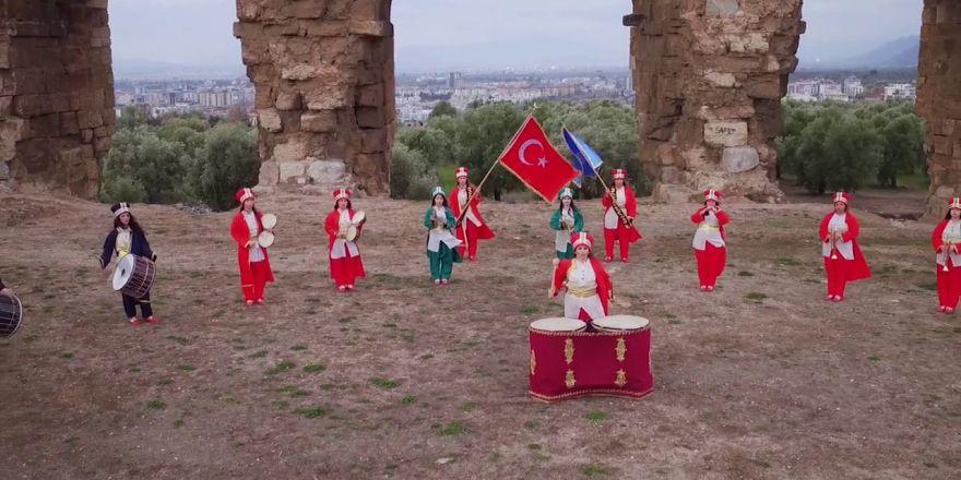 Kadın Mehteran Takımından İzmir Marşı