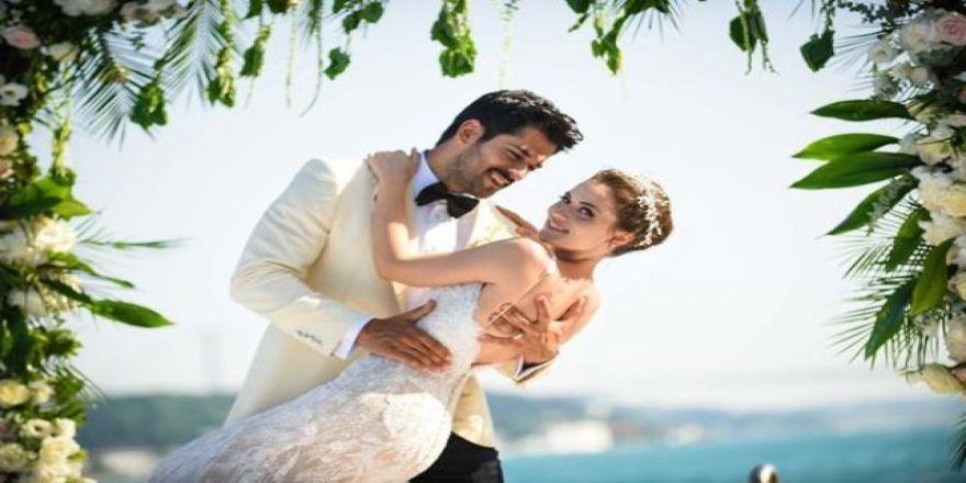 Yılın Düğününe Ünlü Akını ! Muhteşem Düğünle Dünyaevine Girdiler