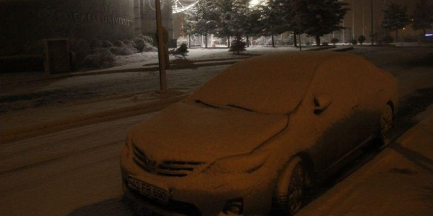 Kocaeli'nde kar yağışı başladı
