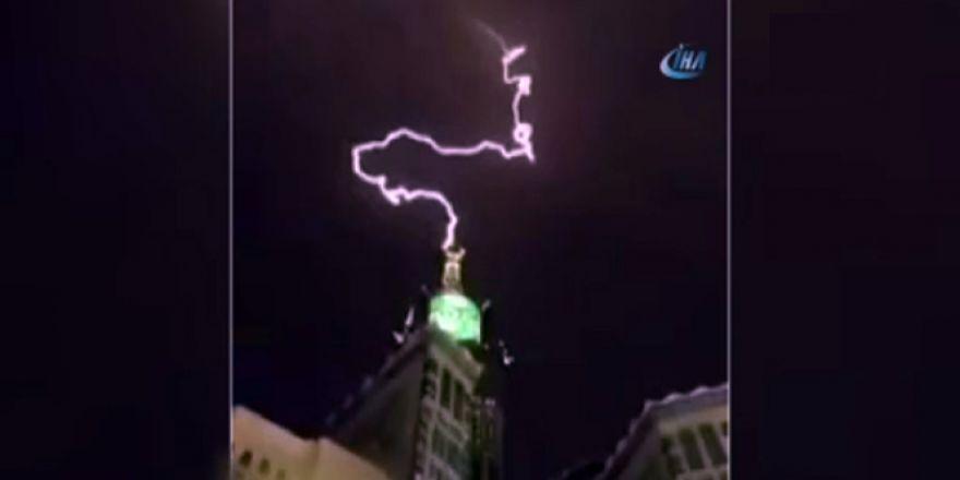 Mekke'de tarihi anlar ! Kraliyet Saat kulesine yıldırım düştü