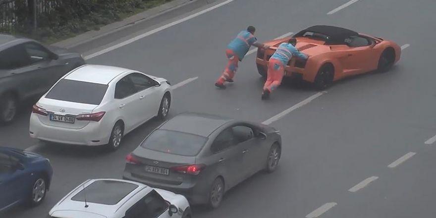 Arızalanan Lamborghini'yi ittiler