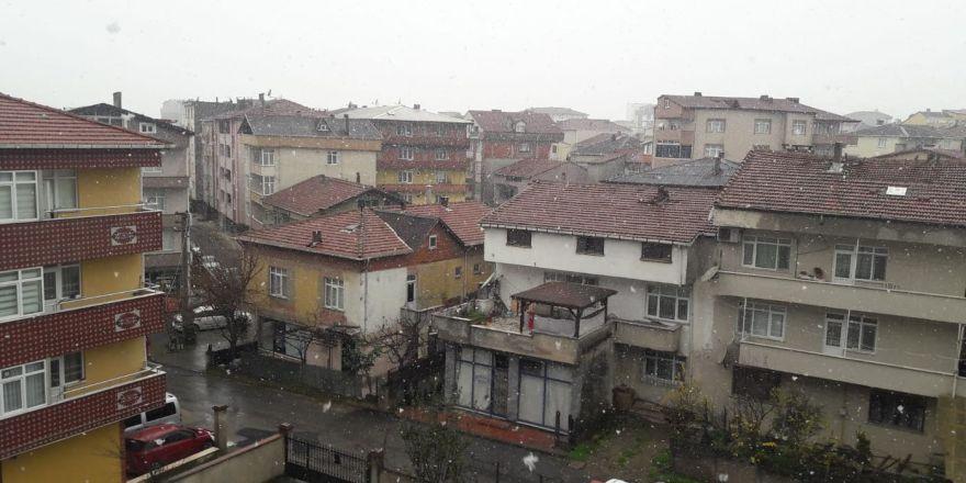Gebze'ye kar yağdı