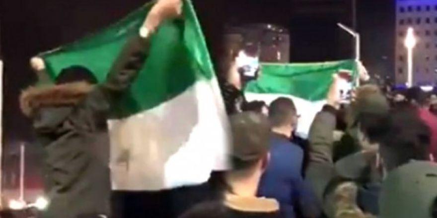 Suriyelilerin,Taksim Meydanı'nda Yılbaşı Kutlaması