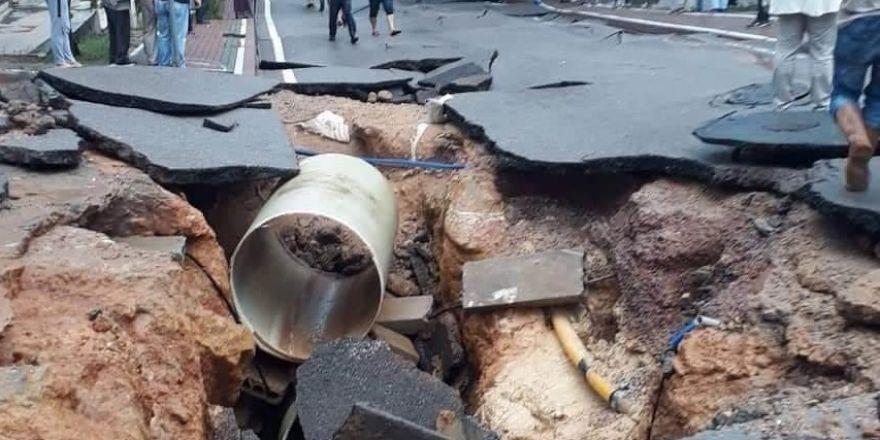 Gebze'de yol çöktü