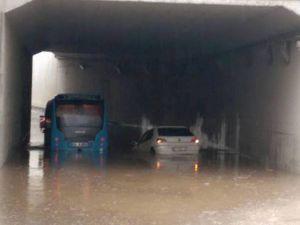 Gebze'de yağış etkili oldu